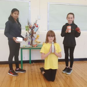 School pupils holding reusable items